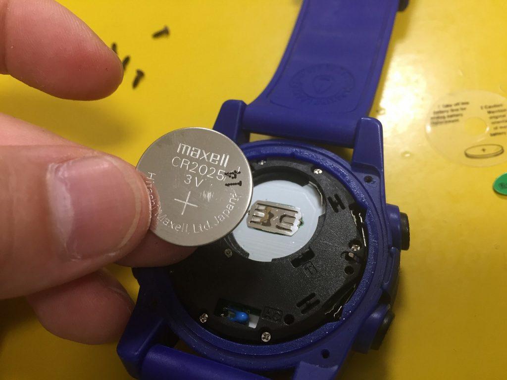NIXON UNITの元々の電池CR2025
