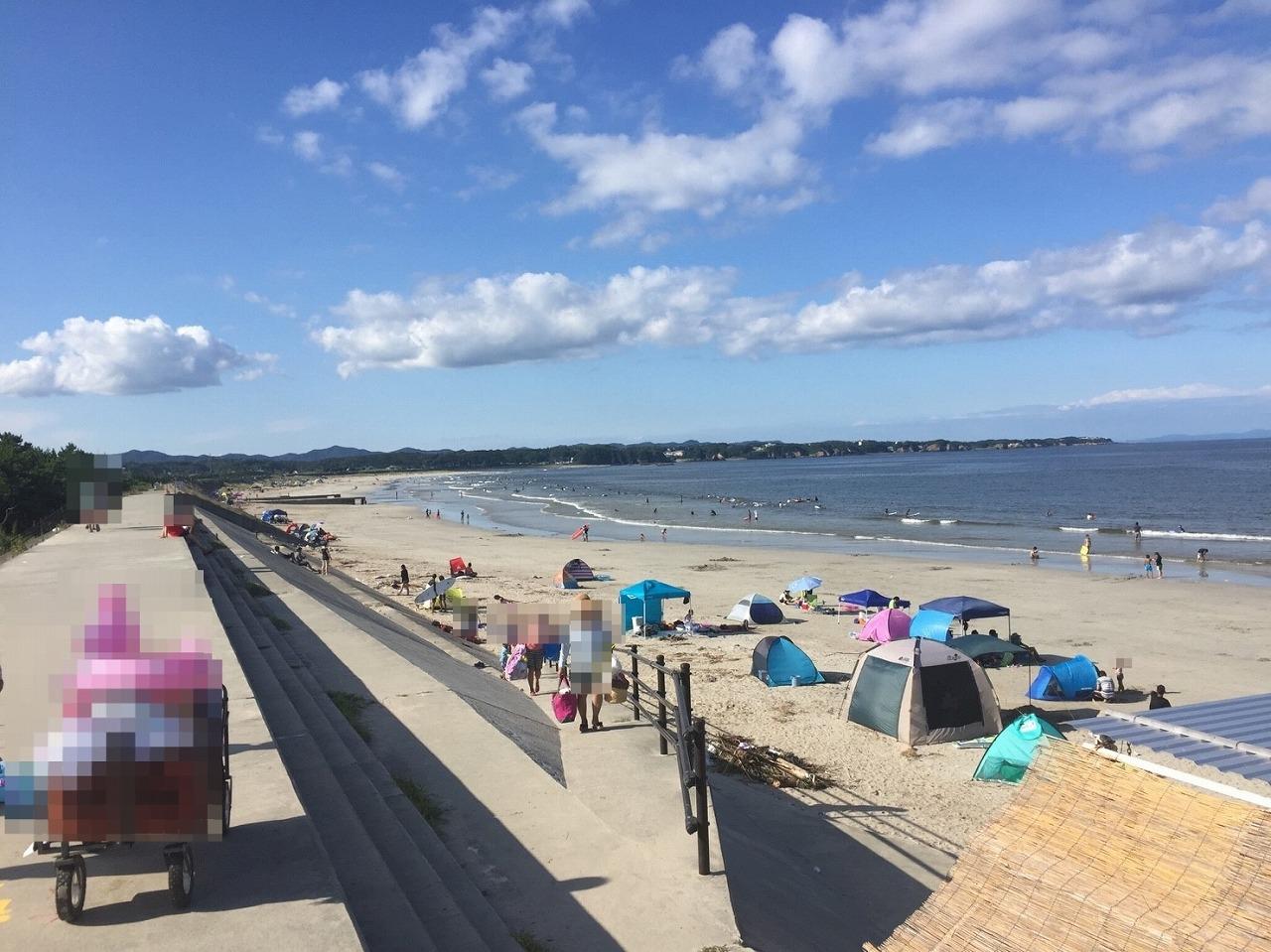 海水浴場の砂浜への堤防