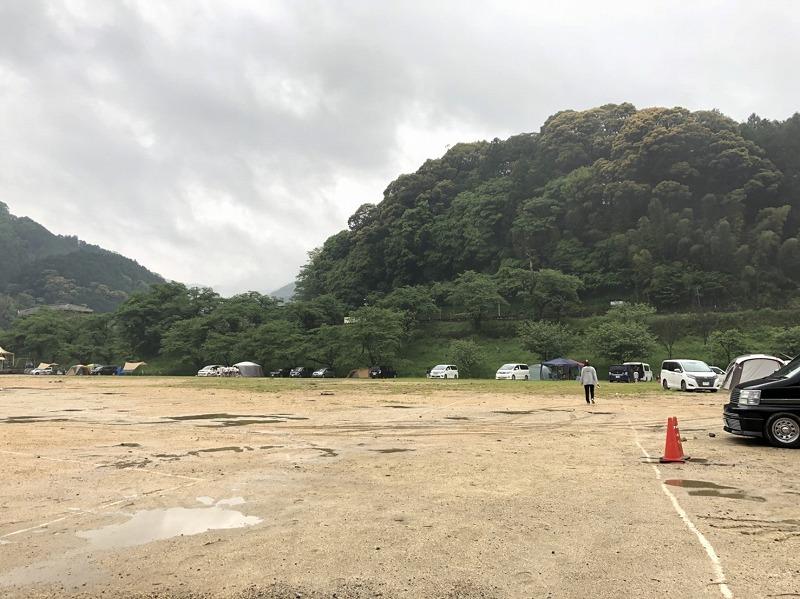 雨の後のキャンプ場