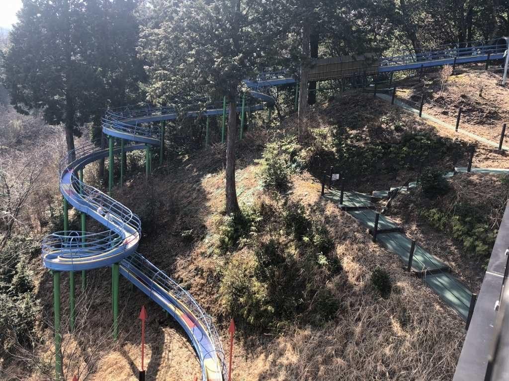きのこタワーから見たローラー滑り台