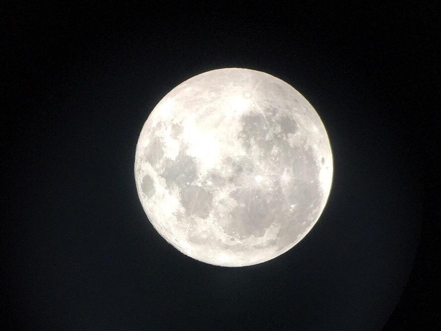 満月をスマホで撮影