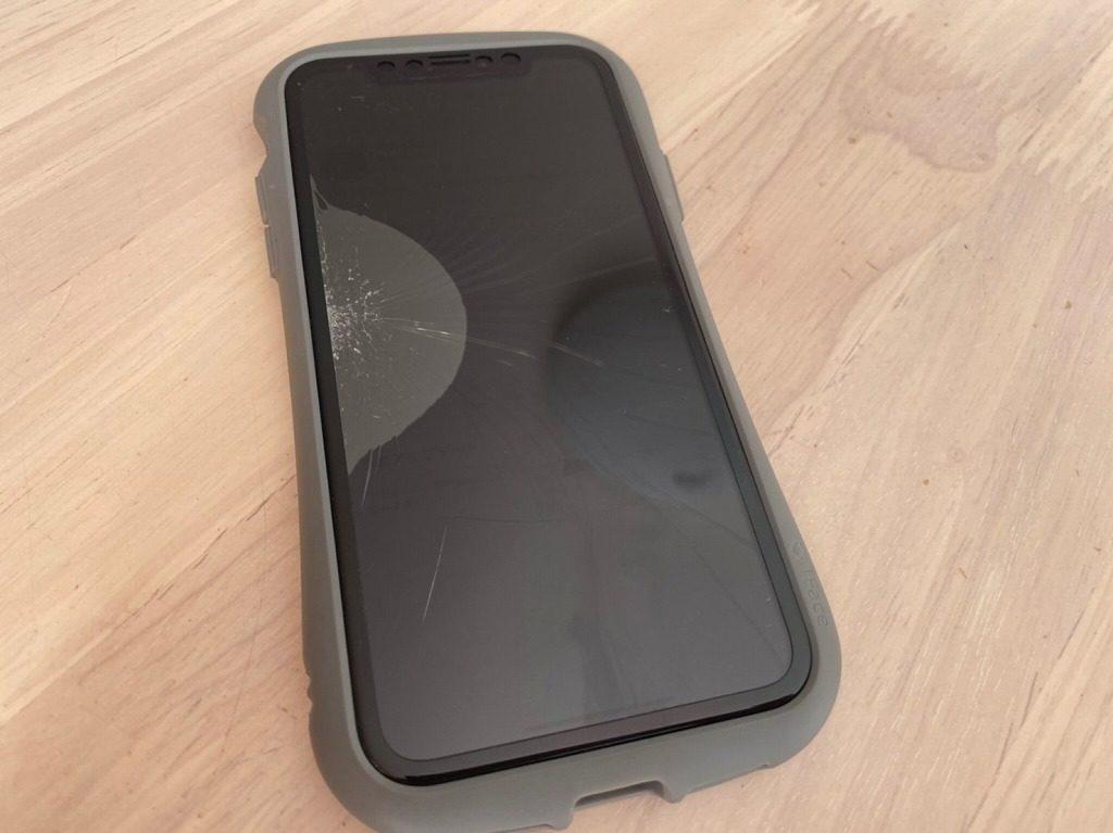 iPhone11の画面割れ