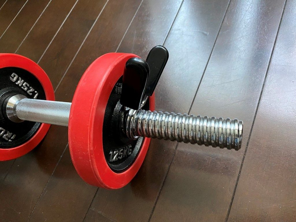 ダンベルの重さを早く交換するためのクリップ