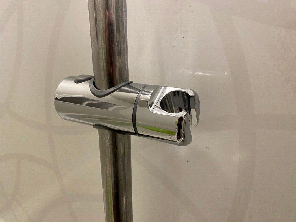 汎用品のスライドシャワーフックも問題なく取付けできます