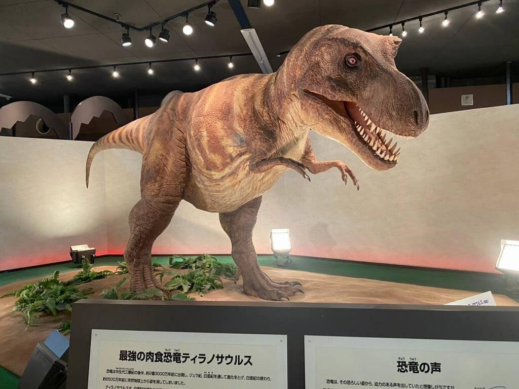 動くティラノサウルス